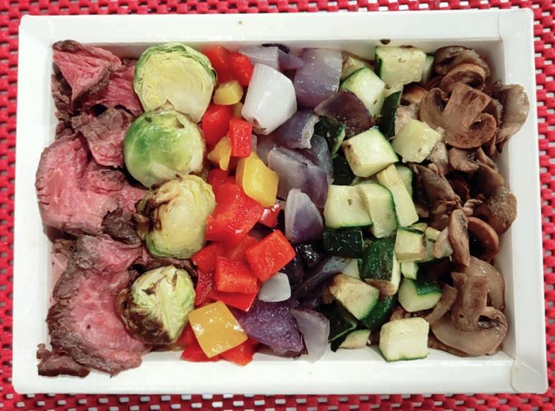 ▲義法餐廳業者推出的爐烤美國沙朗餐盒。(圖/業者提供)