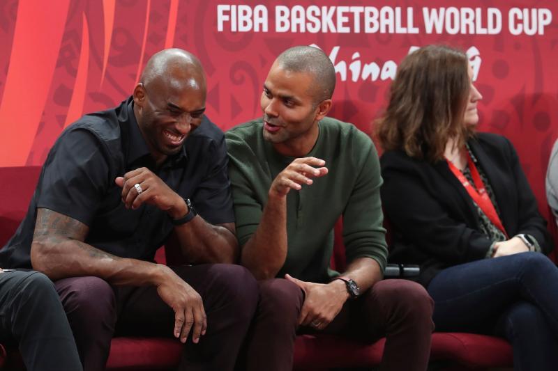 ▲Kobe Bryant(左)、Tony Parker(中)兩人最後一次見面在中國籃球世界盃。(圖/美聯社/達志影像)