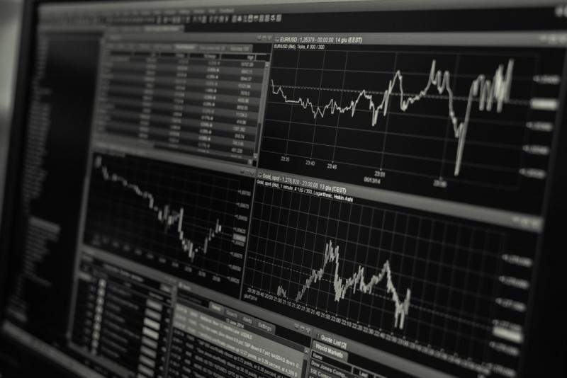 ▲存股投資近年成為熱門顯學,不過,若對個股或產業不熟悉,仍有隱藏性的風險。(圖/pexels)