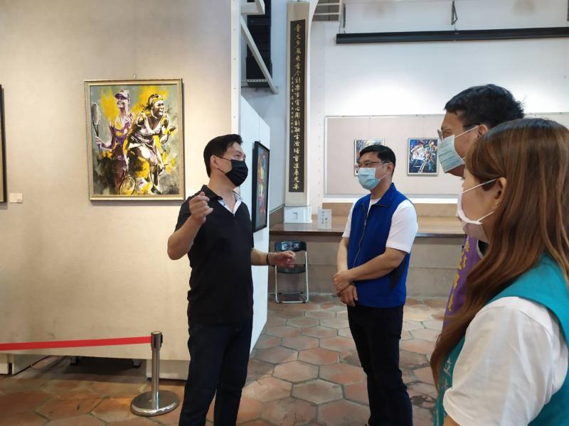 ▲傑米老師黃俊麟表示,「輕油畫」意指「輕鬆、時尚、悠閒、簡約」,是目前歐美流行之新式的油畫風格。(圖/記者葉靜美攝,2020.05.07)