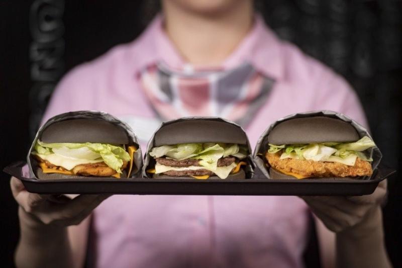 ▲麥當勞限時推出雙牛起司黑堡、脆鷄起司黑堡、嫩鷄起司黑堡等3款黑堡。(圖/資料照片)