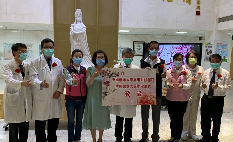北港媽祖醫院歡度母親節 表揚優良護理師
