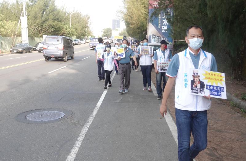 ▲六輕與麥寮鄉公所宣導勿亂丟垃圾。(圖/記者蘇榮泉攝,2020.05.08)