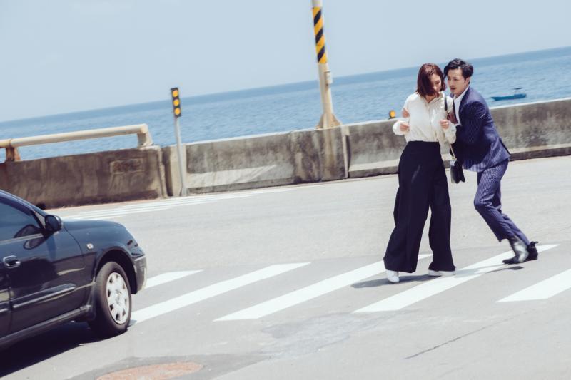 ▲古斌(右)搶救安心亞。(圖