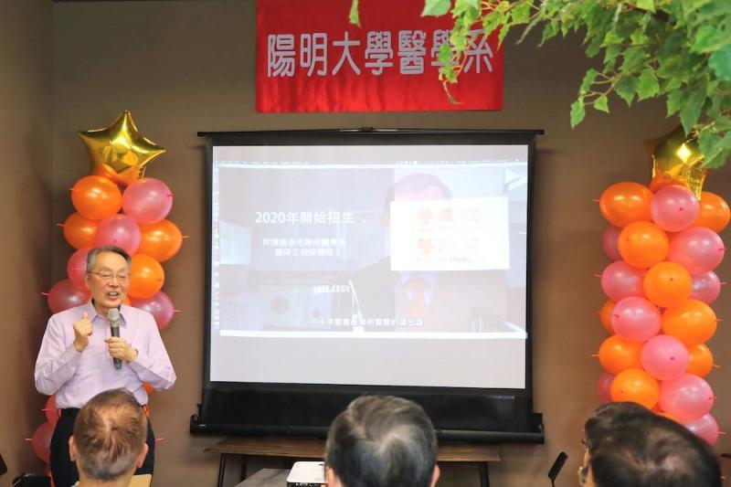▲宏碁集團創辦人施振榮也到場勉勵這些未來對台灣產業轉型相當重要的學生。(圖/陽明提供)