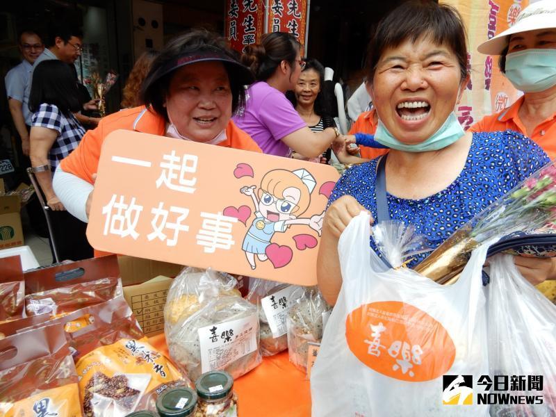 ▲二林喜樂保育院舉辦水餃義賣活動,料好又實在的水餃讓每個吃到的民眾都直呼「好吃」。(圖/記者陳雅芳攝,2020.05.09)