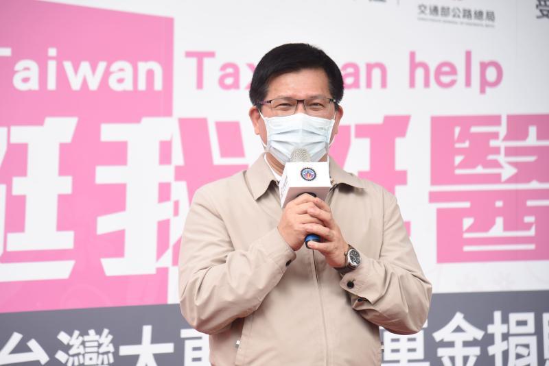 ▲交通部長林佳龍出席台灣大車隊捐贈搭車金活動。(圖/記者陳明安攝)