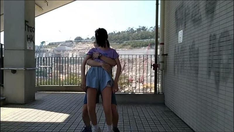 ▲狼教練手貼女學生胸部。(圖/鄧穎芝臉書)
