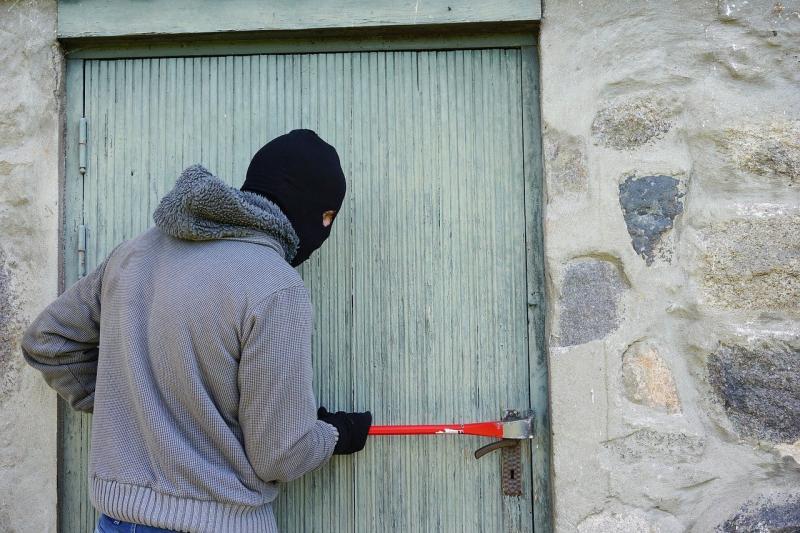 ▲印尼近日發生一起特殊的竊案,5位竊賊闖進新冠肺炎確診者的家。(示意圖,非本人/取自Pixabay)