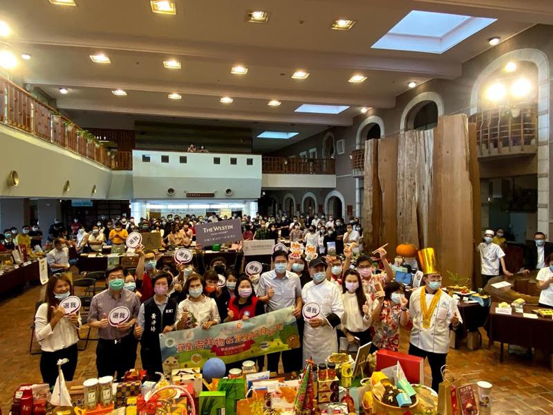 宜蘭縣政府為促進觀光產業發展,特地舉辦第一屆「宜蘭勁好TOP10好食.好物.好所在」票選活動。今(11)日上午在縣民大廳舉行記者會