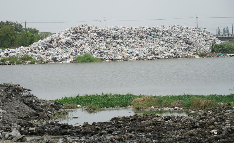 ▲雲林縣自去108年中開始更加惡化,導致垃圾逐日累積。(圖/記者蘇榮泉攝,2020.05.11)