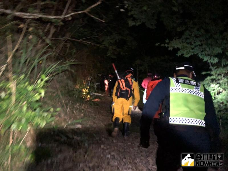 ▲搜救人員約30人深夜入山救援,但一無所獲。(圖/玉里分局提供)