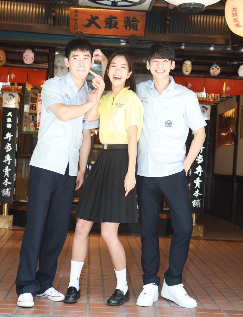 ▲張書豪(左起)、李霈瑜、林柏宏飾演高中時期好友。(圖
