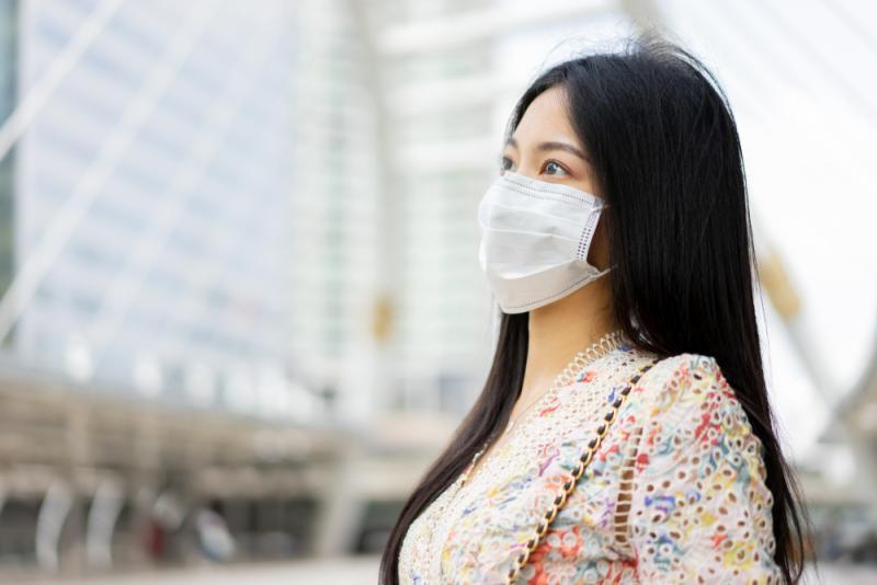 ▲長時間戴口罩加速肌膚出油出汗,痘痘粉刺成為女性最在意的問題(圖/shutterstock)