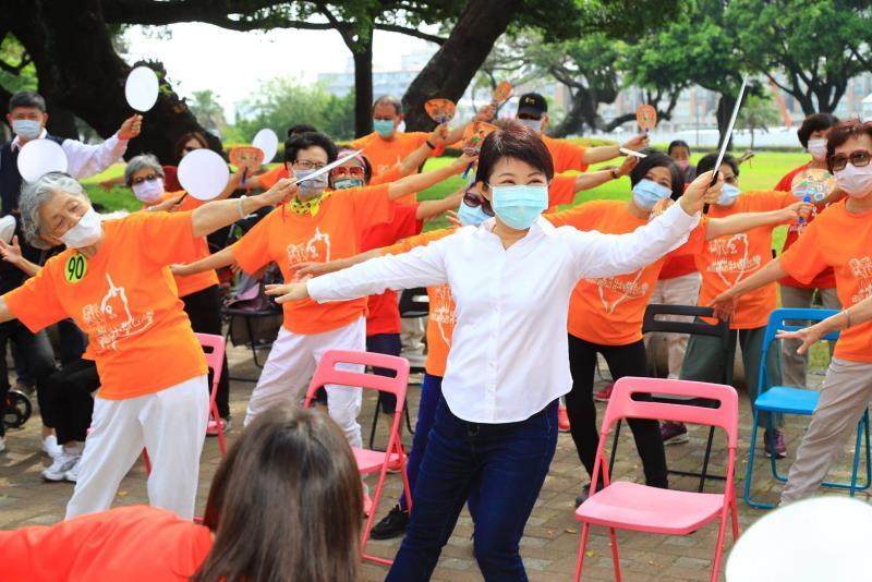 中市社區關懷據點開學囉 盧秀燕:防疫落實不中斷