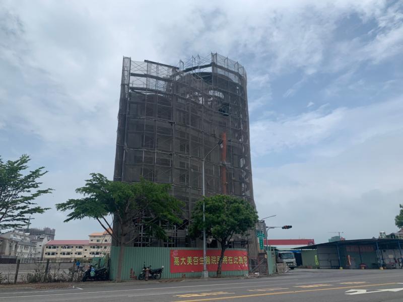 ▲楠梓援中路、大學東路口,正在興建醫院。(圖/信義房屋提供)