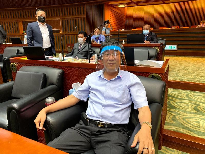 楊弘旻議員有備而來特地準備了「防護面罩」