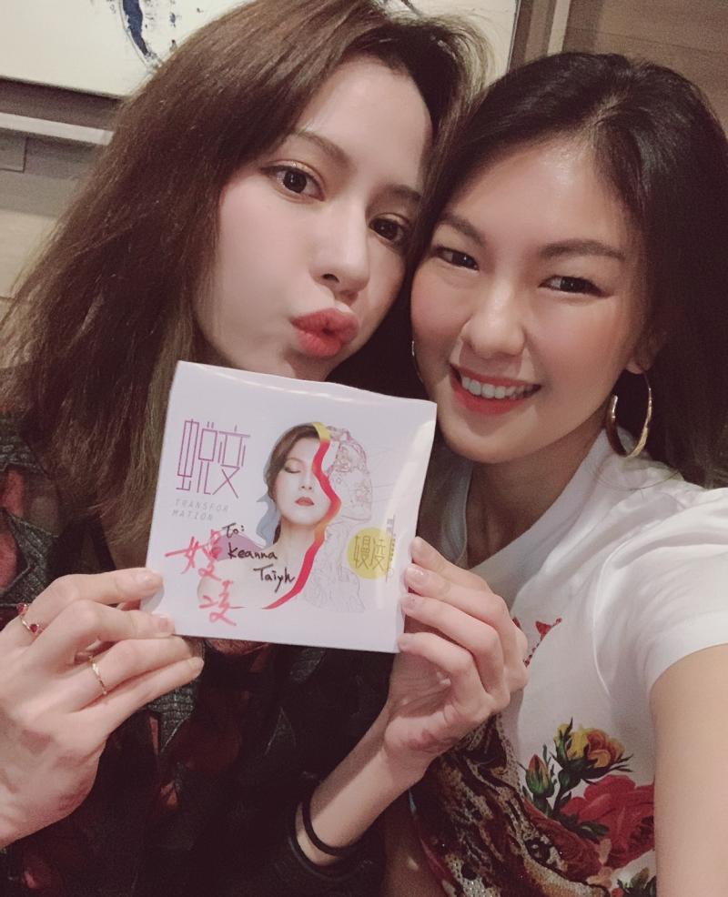 ▲嫚凌(右)與Keanna因為歌曲合作,成為好友。(圖/星火映畫提供)