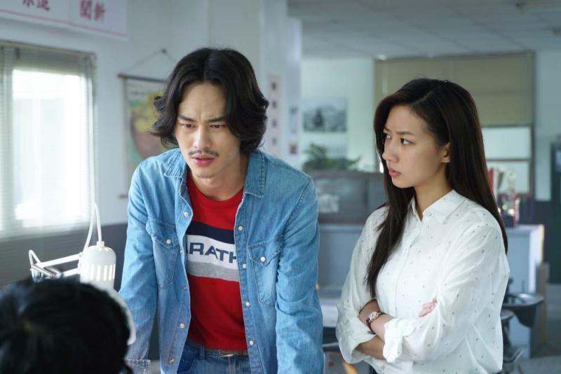 ▲陳妤(右)與夏騰宏在劇中分別飾演記者與攝影師。(圖 / 公視提供)