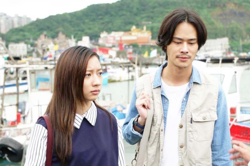 ▲陳妤(左)跟夏騰宏在劇中有曖昧情愫。(圖