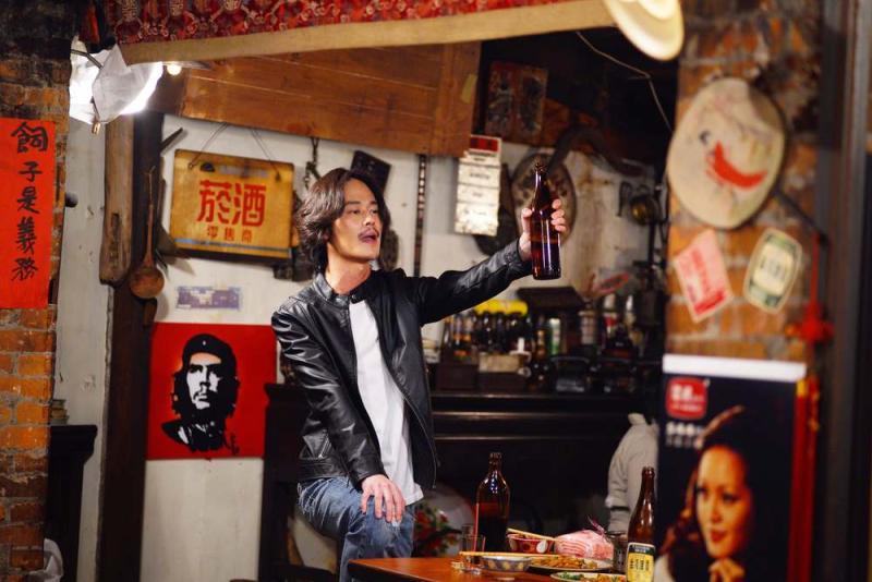 ▲夏騰宏為戲去上台語課。(圖