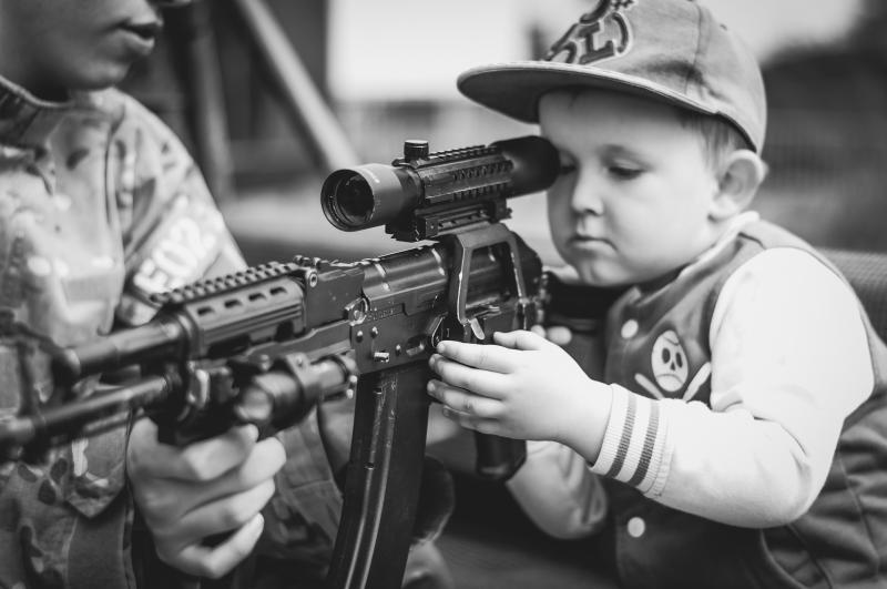 ▲  5 歲男童撿到槍,男童以為是玩具槍,意外當場將哥哥擊斃。(示意圖/翻攝自pixabay)