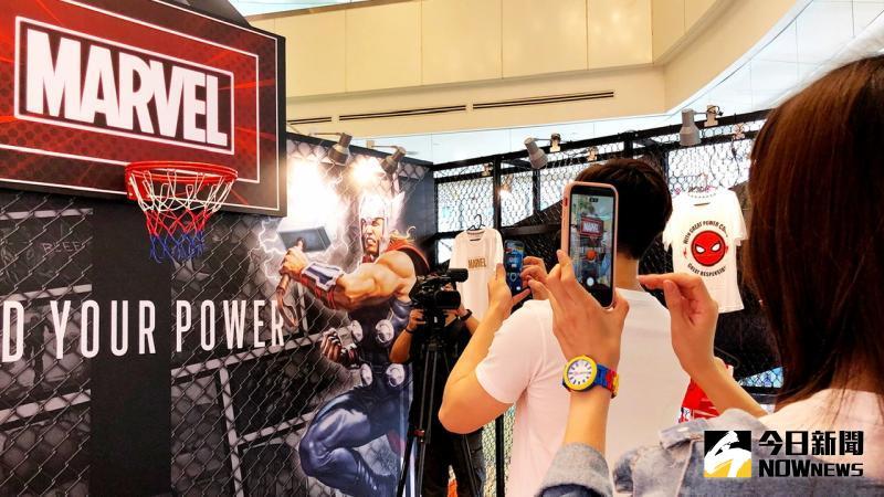 ▲ 三種AR籃球體驗活動,只要用手機掃描QR CODE,就能來場AR投籃。(圖/記者陳美嘉攝)