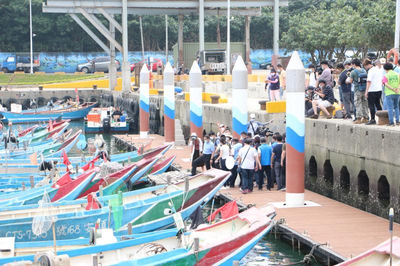 保護漁民作業安全 八里區下罟子漁港<b>浮動碼頭</b>今日啟用