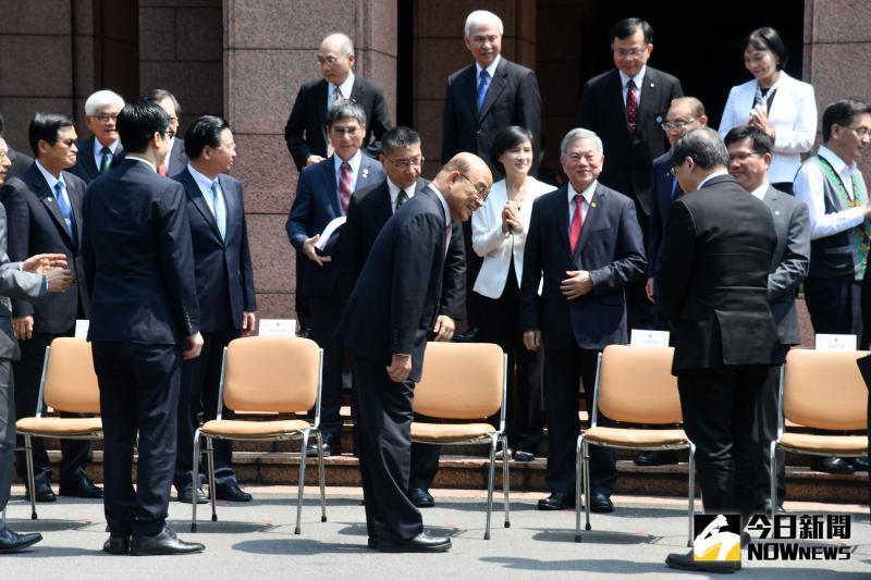 行政院長蘇貞昌依照憲政慣例率領內閣總辭,據了解,520後將有微幅改組。(圖/記者林柏年攝,2020.05.14)