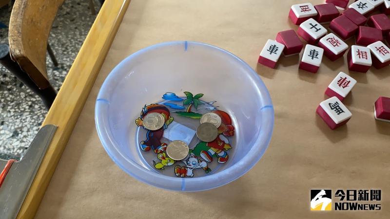 ▲洪姓女屋主說,每次自摸就放20元智塑膠盒裡。(圖/記者陳聖璋攝,2020.05.17)