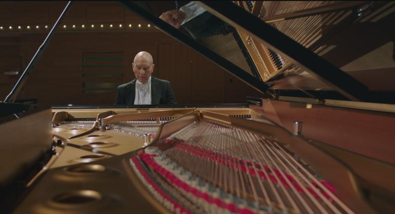 ▲▼沒有鋼琴演奏基礎的派屈克,在開拍前兩個月努力學習如何「看起來很會彈琴」。(圖/天馬行空)