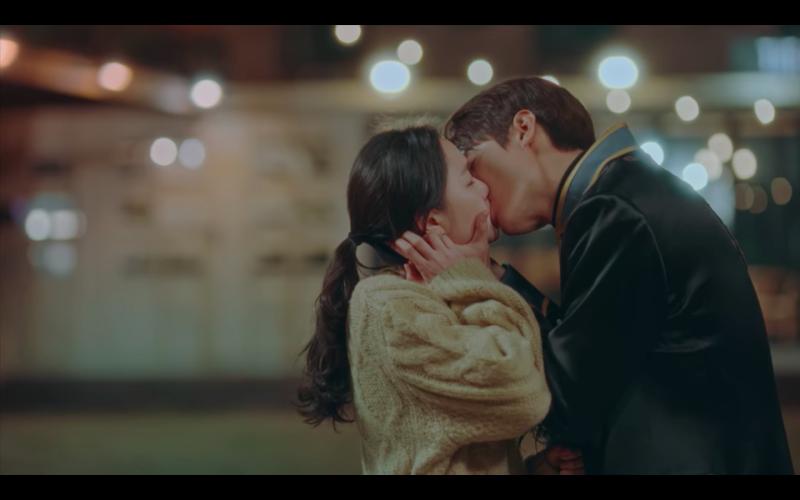 ▲李敏鎬(右)劇中深愛太乙,撩妹技術高超。(圖/Netflix)