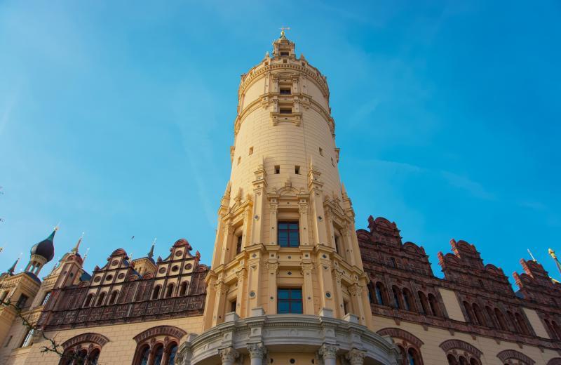 ▲德國施威林的著名地標施威林城堡,現為梅克倫堡-西波美拉尼亞州議會所在地。(示意圖/取自Unsplash)