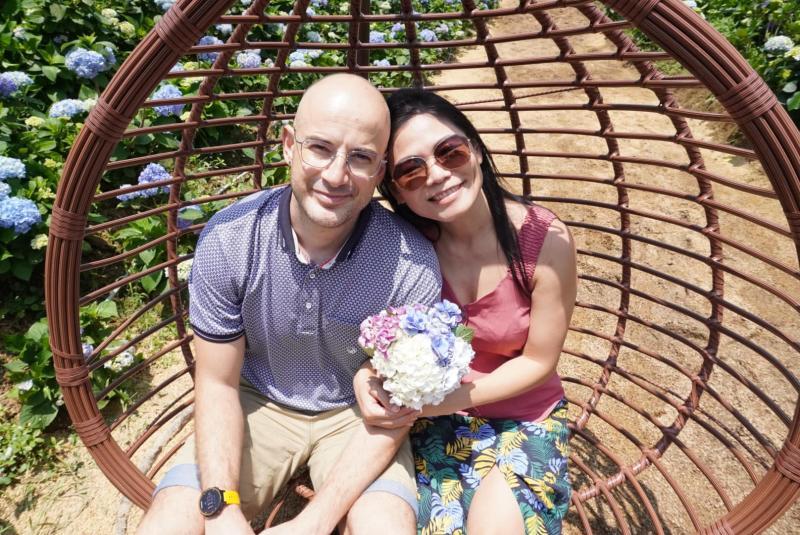 ▲吳鳳(左)與妻子陳錦玉結婚多年,育有兩名女兒。(圖/吳鳳臉書)