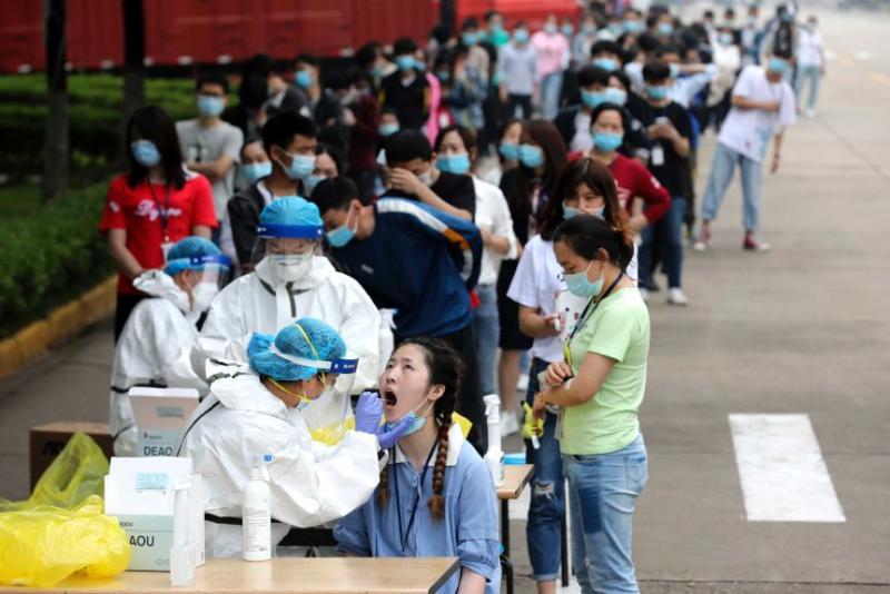 武漢全城大篩檢 一手套重複採樣、居民憂交叉感染
