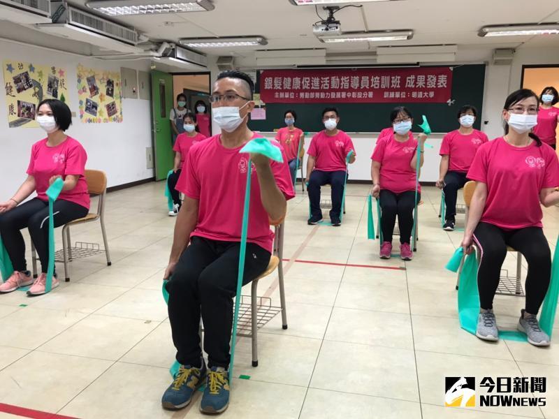 ▲示範TABATA間歇運動,TABATA是目前全世界減脂、訓練肌肉強度最受歡迎的訓練方法之一。(圖/記者陳雅芳攝,2020.05.18)