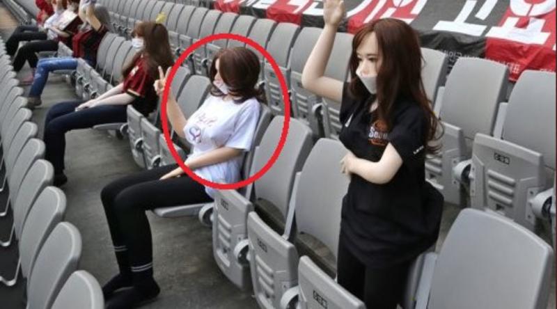 ▲FC首爾用充氣娃娃代替民眾。(圖/取自推特)