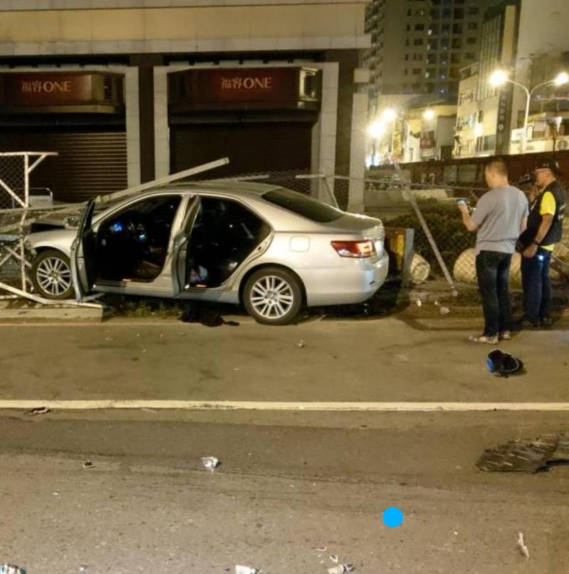 ▲警方在肇事車內起獲一至三級毒品。(圖/記者陳聖璋翻攝)