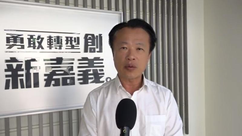 嘉義縣長翁章梁同意學校有條件辧理畢業旅行。