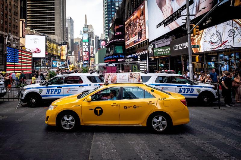 ▲美國佛州一名計程車司機因為不相信有新冠肺炎存在,出外都不戴口罩。(示意圖/取自Unsplash)