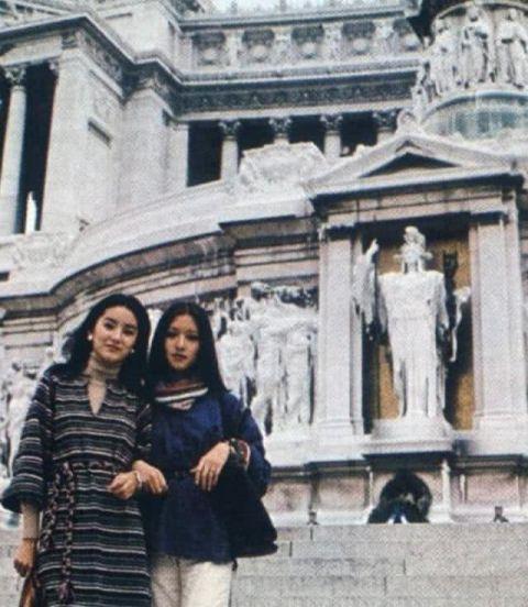 ▲胡因夢(右)與林青霞並列70年代台灣第一美女。(圖/中影提供)