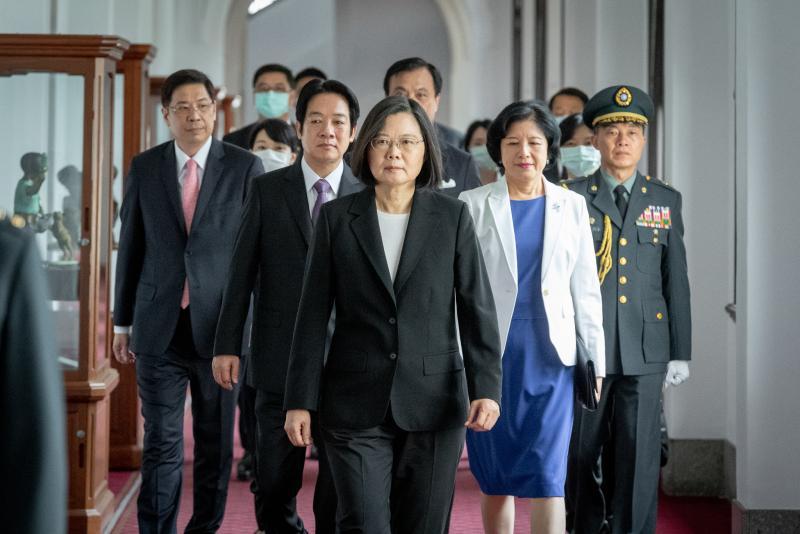 逾六成民眾認為應「堅持推動修憲」、修法撐香港