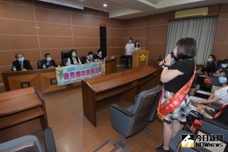 ▲縣長王惠美與得獎青年就交通、青年創業等議題進行意見交流。(圖/記者陳雅芳攝,2020.05.20)