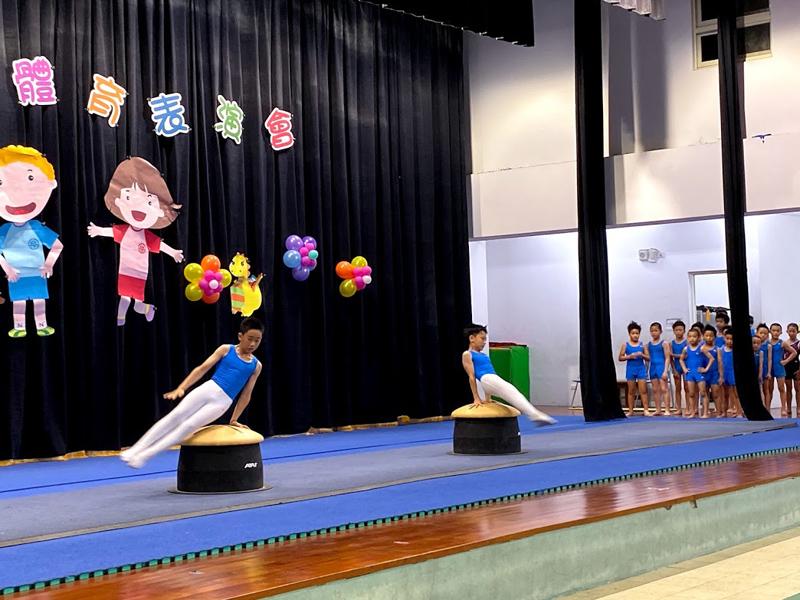 公正國小體育班學童表演體操