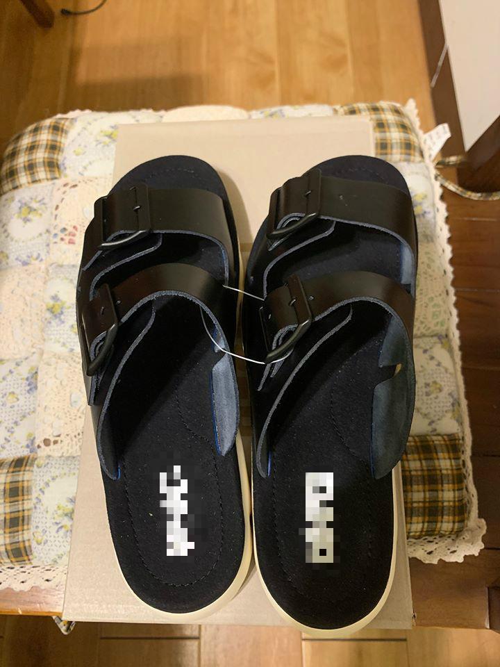 ▲一名網友在臉書提到,到好市多幫愛妻買了一雙拖鞋,回家一拆箱「畫面曝光」,卻讓