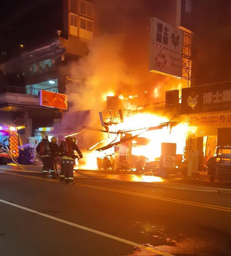 拒警盤查當面點燃瓦斯桶 中華夜市陷火海
