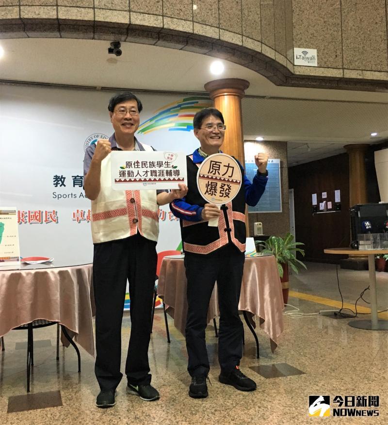 ▲體育署長高俊雄(右)、體育署學校體育組長王漢忠。(圖/鍾東穎攝