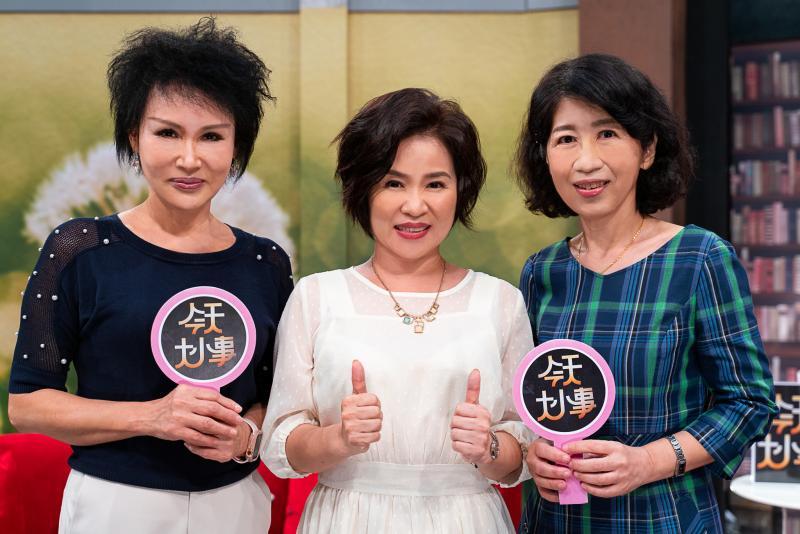 ▲陳佩琪(右起)、楊月娥、譚敦慈開心合照。(圖/MOMOTV)