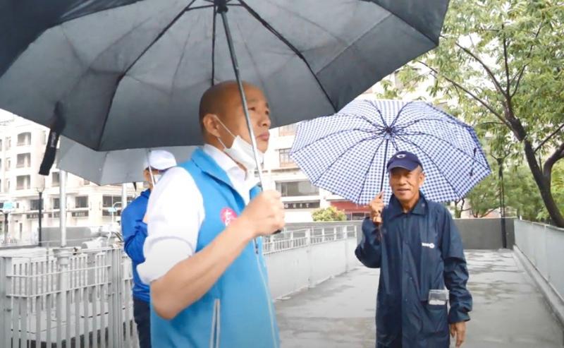 ▲韓國瑜市長今天上午8點開始即到三民區澄清等地視察積水情況。(圖/高市府提供)
