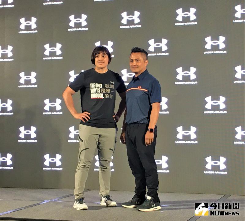 ▲「拳擊女王」陳念琴(左)、教練柯文明受邀出席記者會。(圖/鍾東穎攝 ,2020.05.22)